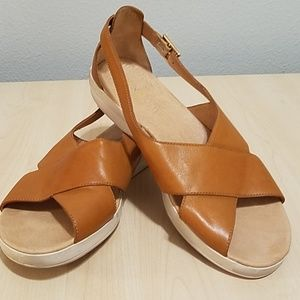 Tommy Bahama relaxology comfort sandals size 9